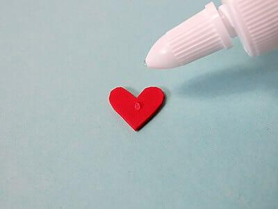 Herzen aufkleben