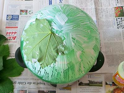 Korb aus Blätter formen