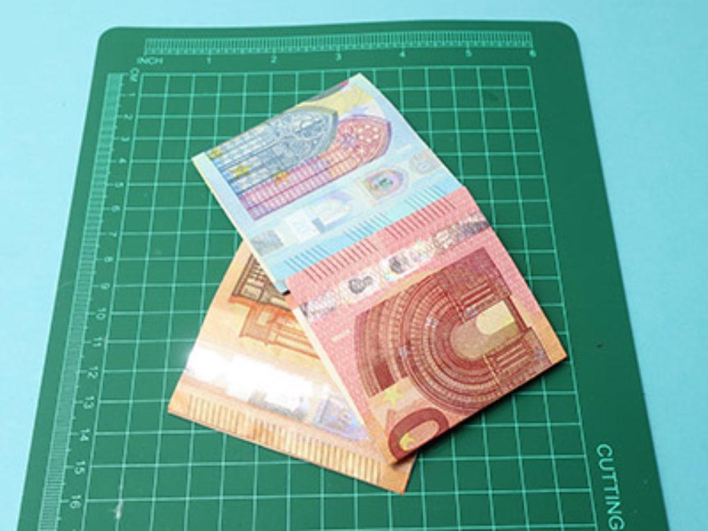 Geldscheine zusammenlegen