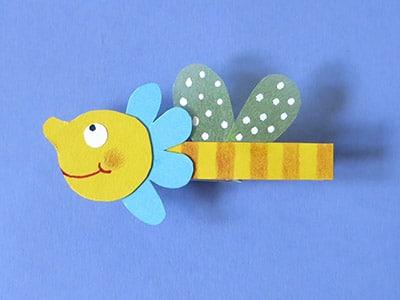 Biene aufkleben