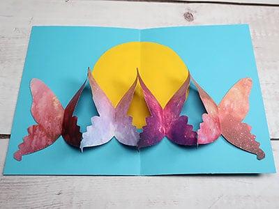 Schmetterlinge einkleben