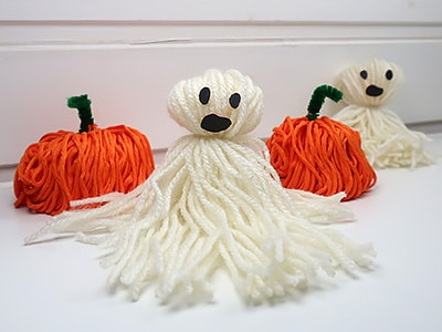 Halloween Kürbis und Geist aus Wolle