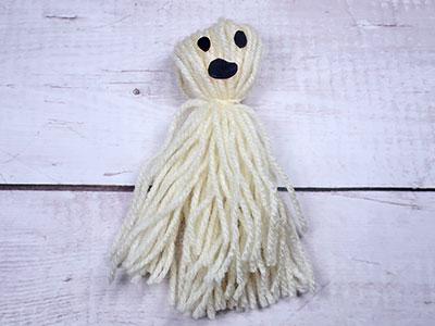 Halloween Geist aus Wolle basteln