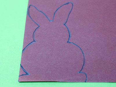 Hase auf farbiges Papier übertragen
