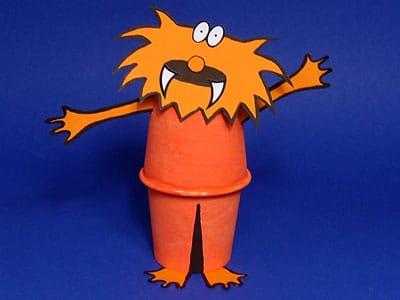Monster aus einem Pappbecher