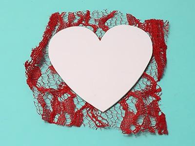 Herz aus Stoff ausschneiden