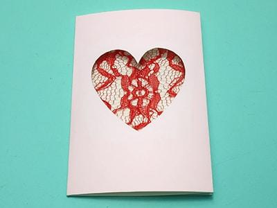 Muttertagsgeschenkkarte mit Herzfenster