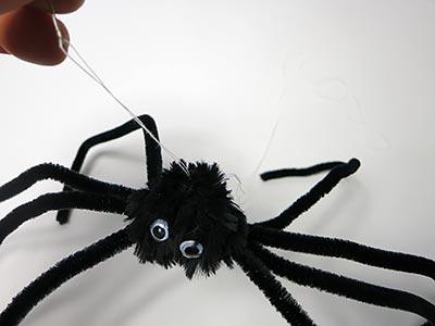 Spinnenfaden anbringen