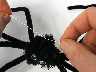 Spinnenfaden befestigen