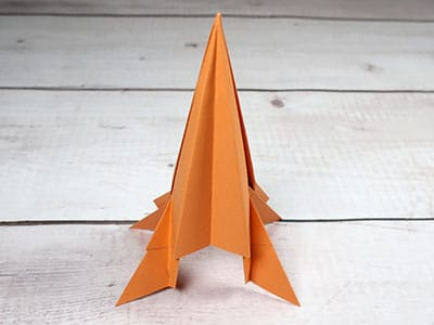 Rakete aus Papier basteln