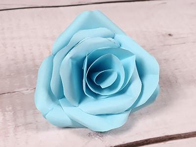 Rosen basteln - Blätter einkleben